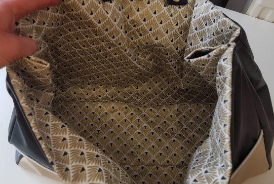 intérieur sac cabas en coton doré refermable par des boutons pressions sur le côté